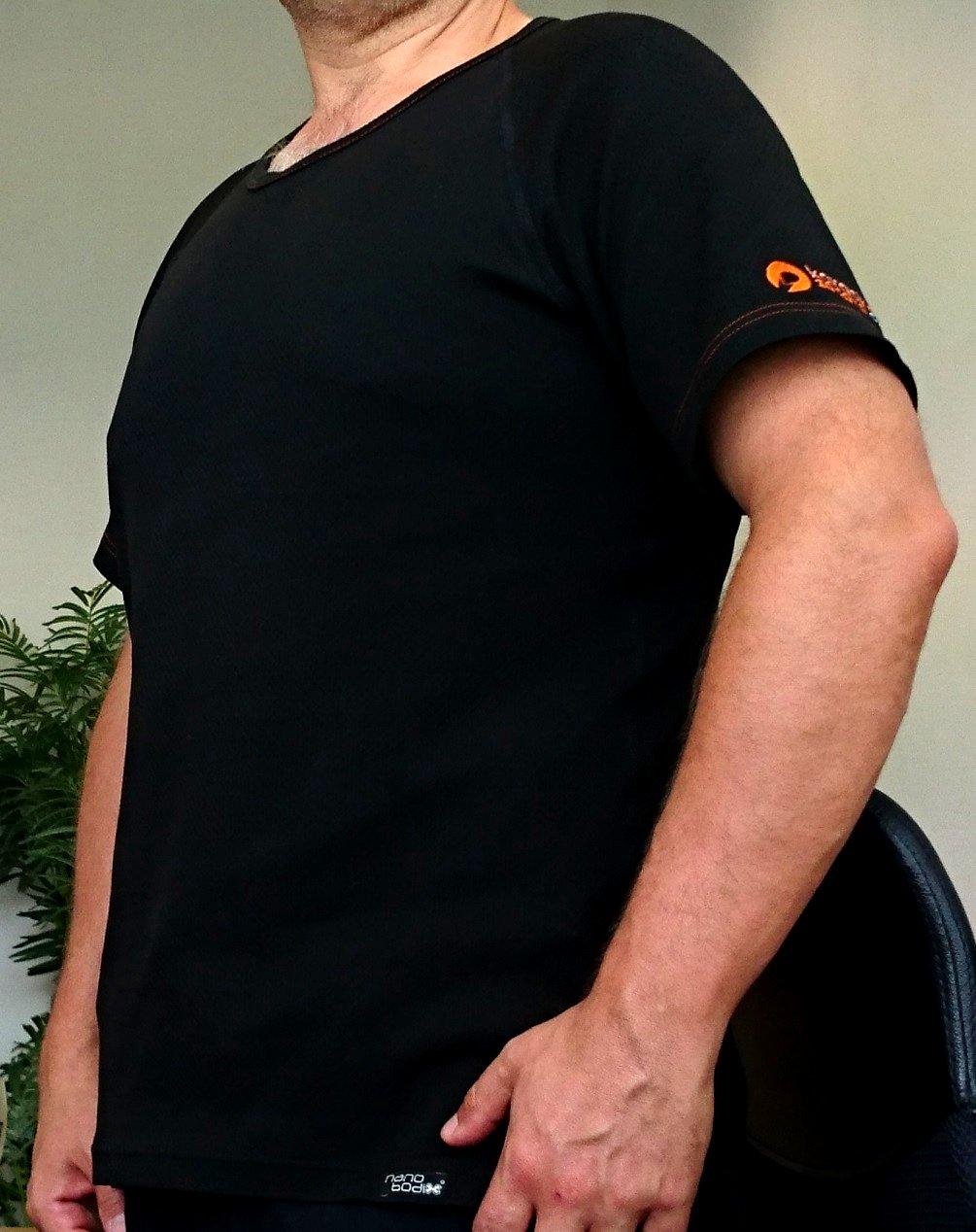 Funkční Triko Karaoke-zabava.cz - velikost M - Karaoke dárků není nikdy dost. Funkční triko s antibakteriální složkou je opravdu dobrá a vyzkoušená věc. Teď i s logem našeho webu www.karaoke-zabava.cz